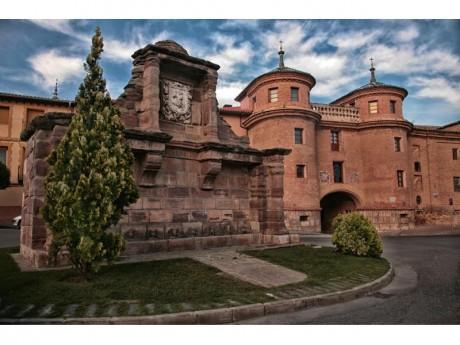 Fuente de Ocho Caños y Puerta de Terrer (Fotografía Juan Jósé Ceamanos)