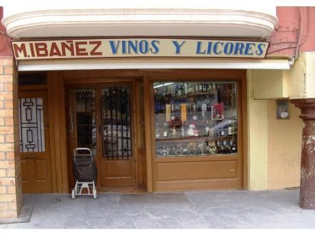 Fachada Vinos y Licores