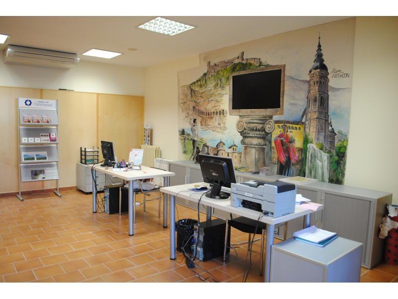 La oficina de turismo se traslada a la casa consistorial for Oficina turismo francia en madrid