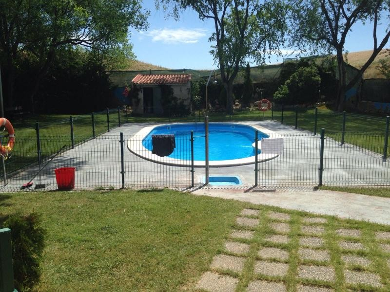 El ayuntamiento acomete obras en las piscinas del barrio for Piscina san anton