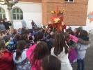Empieza el Carnaval con la visita del Rey de Gallos a los colegios de Calatayud